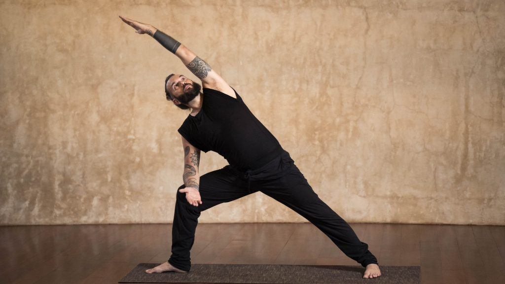 Online course with Octavio Salvado, Yoga teacher from Argentina based in Bali.